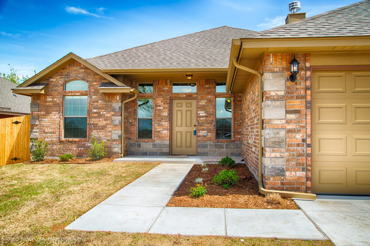YUKON OK HOMES - 4525 OASIS CT - RIVER MESA